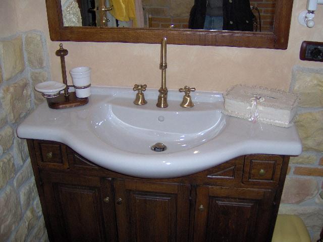 Lavello cucina pietra costo ispirazione interior design - Costo rivestimento bagno ...